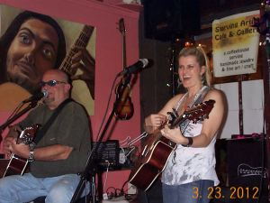 Robert Daniels performing with Kylie Edmond